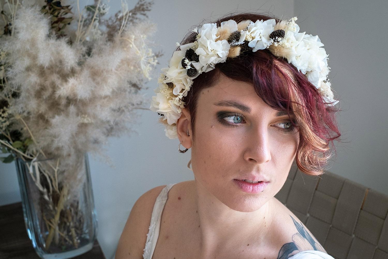 Fleuriste Miss Acacia - Couronne de fleurs séchées et stabilisées blanche