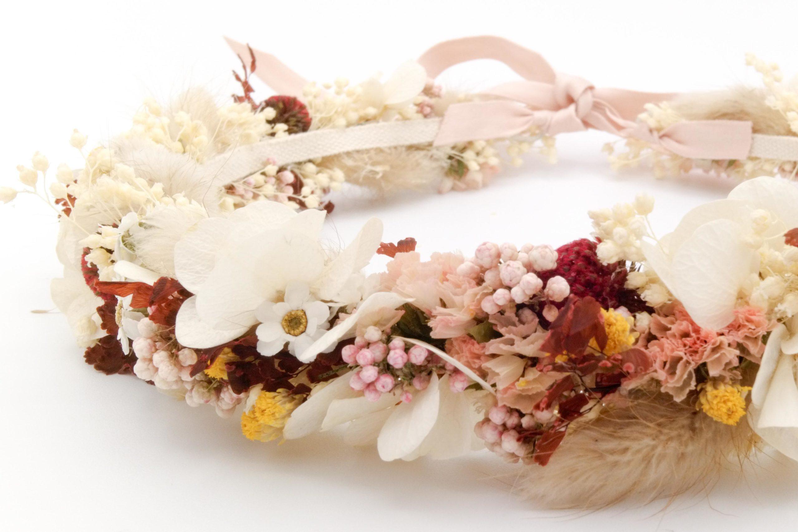 Miss Acacia - Couronne de fleurs séchées et stabilisées rose, blanche et jaune