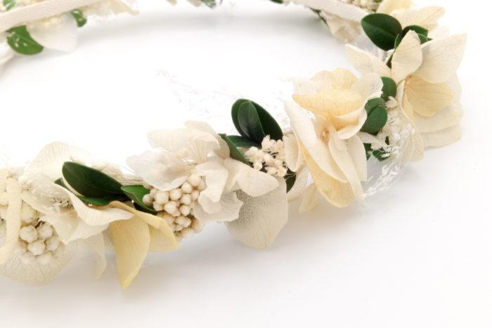 Miss Acacia - Couronne en fleurs stabilisées blanche, pêche et vert